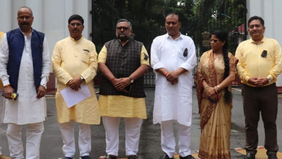 BJP delegation meets Governor, calls for withdrawing namaz room decision