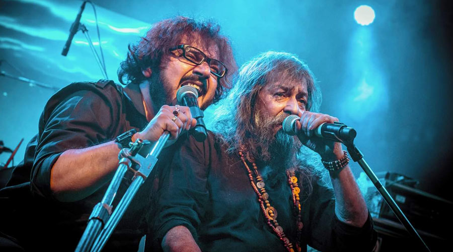 Tapas 'Bapi' Das (right) with singer Suman 'Mickey' Chatterjee.