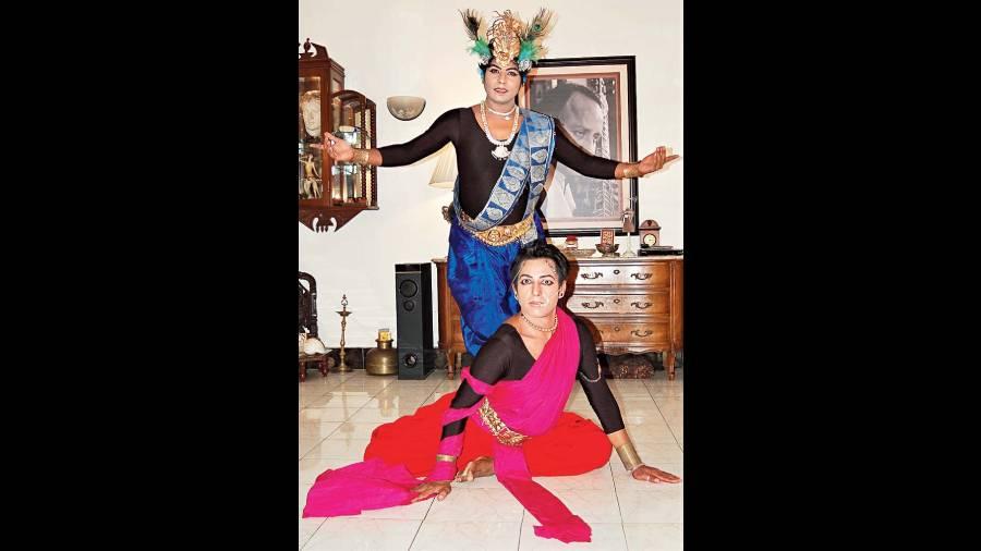 Harikamal Mazumdar as Shikhandi and Prabir Kayal as Krishna in The Lament