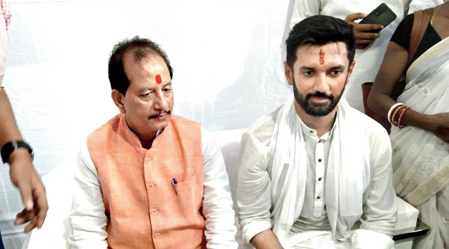 Chirag wangles uncle visit on Ram Vilas Paswan's first death anniversary
