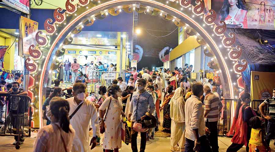 Durga Puja Countdown Shoppers' rush in Kolkata stores approaches pre-Covid level