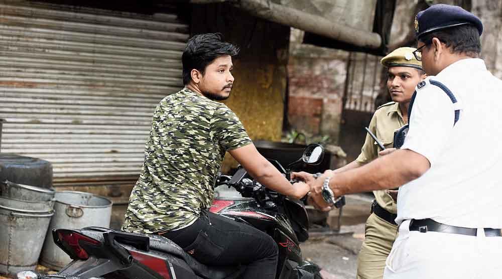 Kolkata Traffic Police Card to lodge traffic complaints online