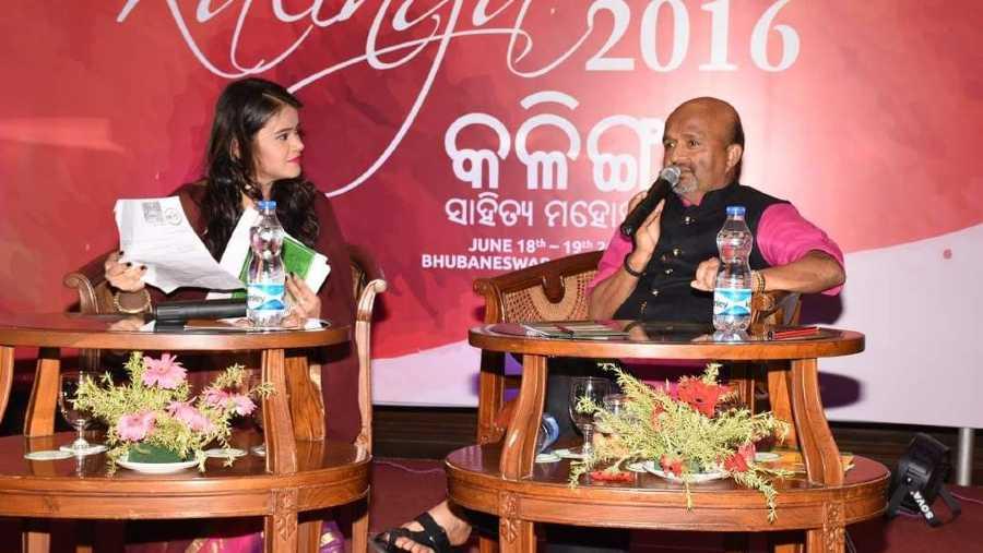 Diksha Tiwari in conversation with lyricist Sameer during KLF 2016