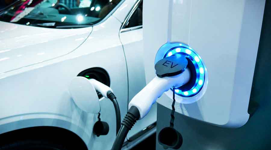 Big housing estates in all three action areas have to reserve 20 per cent of the parking space for electric vehicles and install multiple charging points.