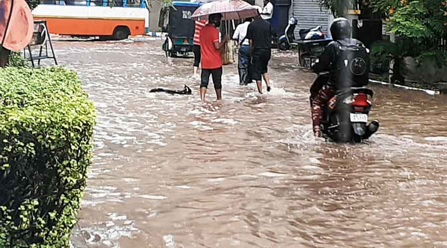 Waterlogging woes back around Mukundapur hospitals