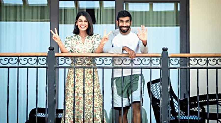 Mumbai Indians pacer Jasprit Bumrah and wife Sanjana Ganesan are all smiles.