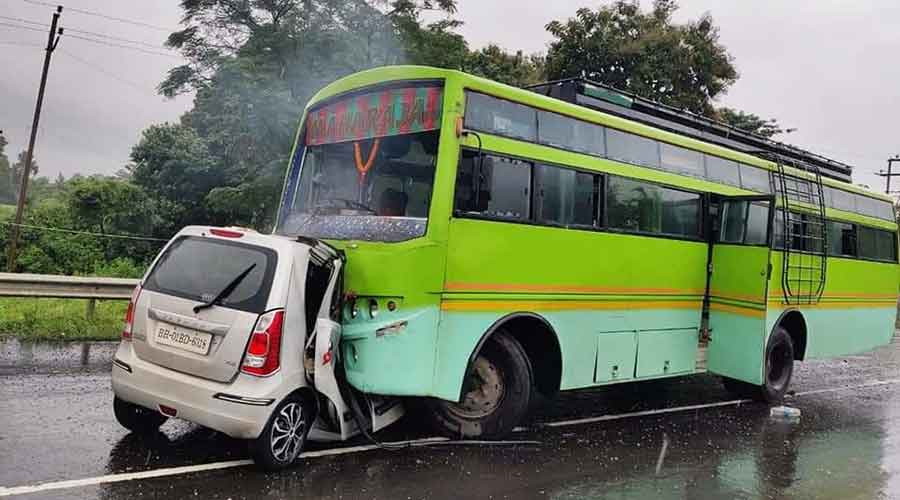 A WagonR car collided head-on with a bus on Ramgarh-Gola Main Road around 8 am, Superintendent of Police Prabhat Kumar told PTI.