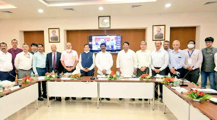 Chief minister Hemant Soren and state officials with visiting members of Niti Aayog after a meeting in Ranchi on Wednesday.