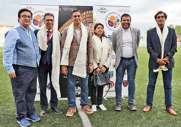 Bengal Heritage Foundation president Sourav Niyogi (extreme left) and vice-president Suranjan Som (second from right) with the guests (left to right) Raj Athwal, Rohit Vadhwana, his wife Femida Shaikh, and Bobby Mudhar from FA Bedfordshire