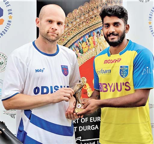 Nick Little of Odisha and Akhil Soman of Kerala, joint winners of the golden boot, with six goals each