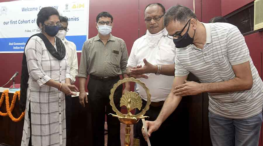 Professor Shalivahan Srivastava, Deputy Director, IIT(ISM) Dhanbad inaugurates the event 'Welcome the first Cohort of Incubated Companies' on Friday.