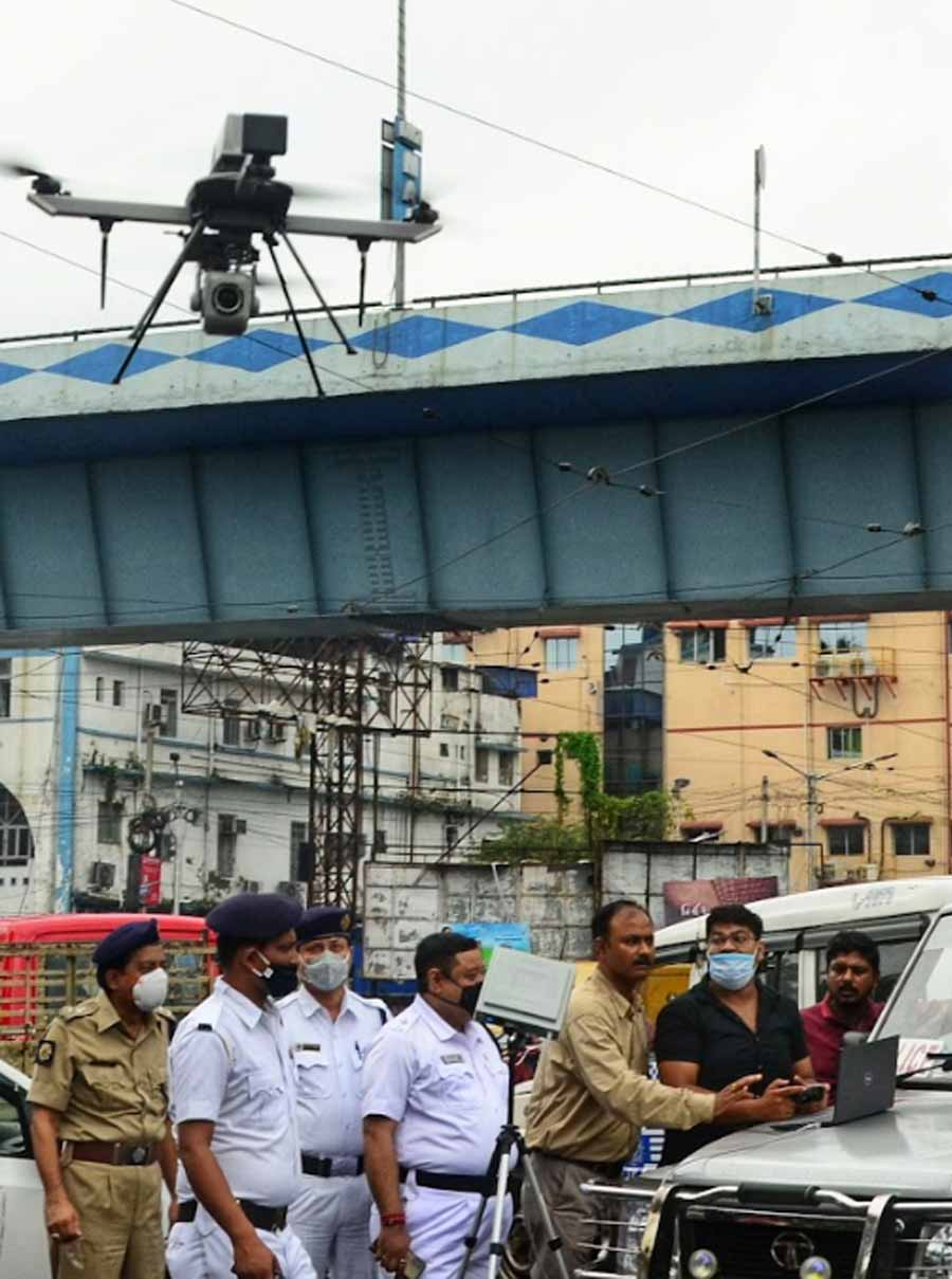 EYE IN THE SKY: Police operate a drone with a camera near Maa flyover in Kolkata on Friday, September 17, as part of a drive to avert accidents from kite strings. On September 13, a traffic sergeant was seriously injured when a kite thread cut into his neck on Maa flyover despite him wearing a helmet