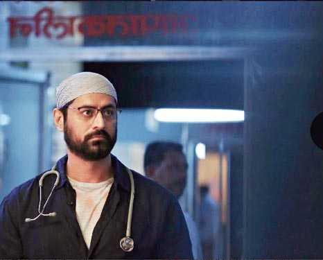 Mohit Raina as Kaushik Oberoi in Mumbai Diaries 26/11, now streaming on Amazon Prime Video