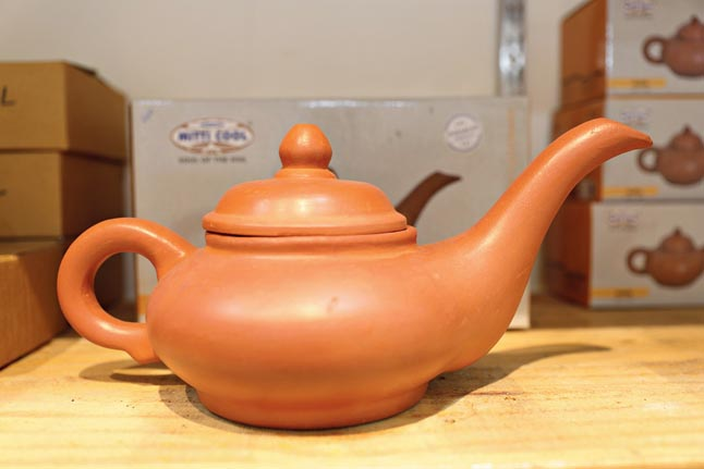 Bio clay kettle 250 ml @Rs 265, 1.5 ltr @Rs 660