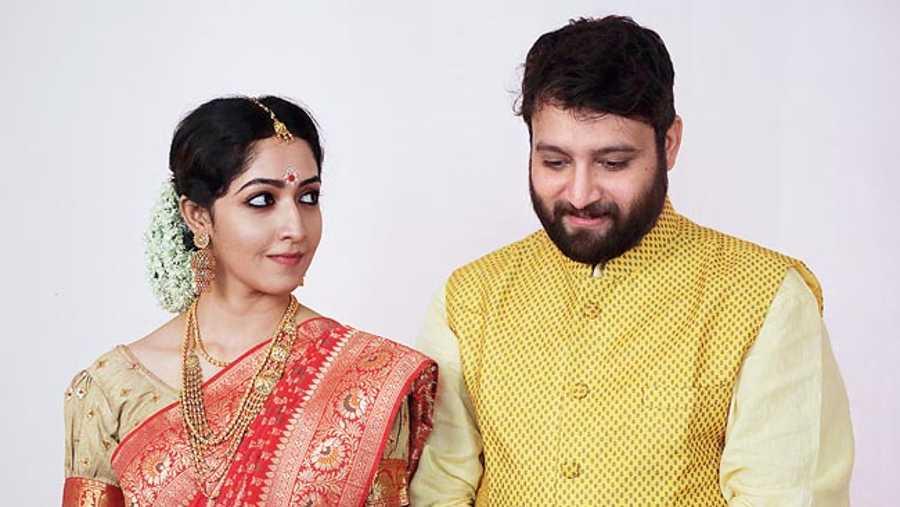Amrita Chattopadhyay and Samadarshi Dutta in Gangulys Wed Guhas