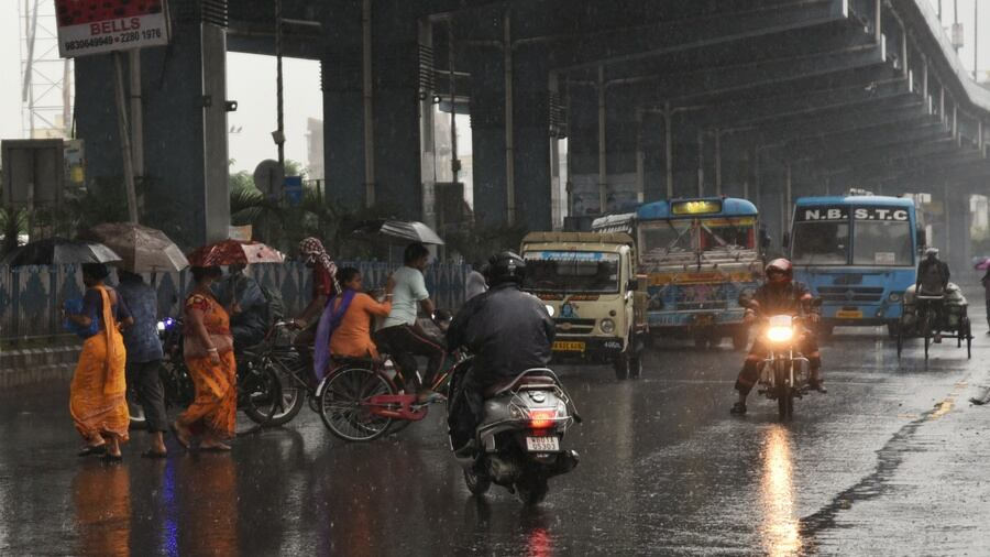 Commuters brave the morning rain on VIP Road on Monday.