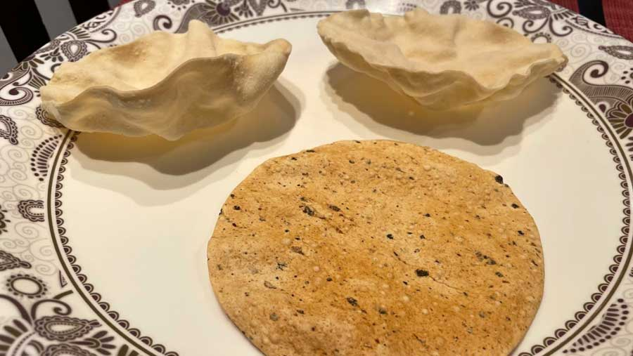 PAPAD: Who does not like papad with any meal? However, with khichuri it is an essential condiment. The crunchy papad can be used to scoop up the khichuri right into your mouth, feeling the papad slowly disappear into your morsel of khichuri is absolutely joyous.