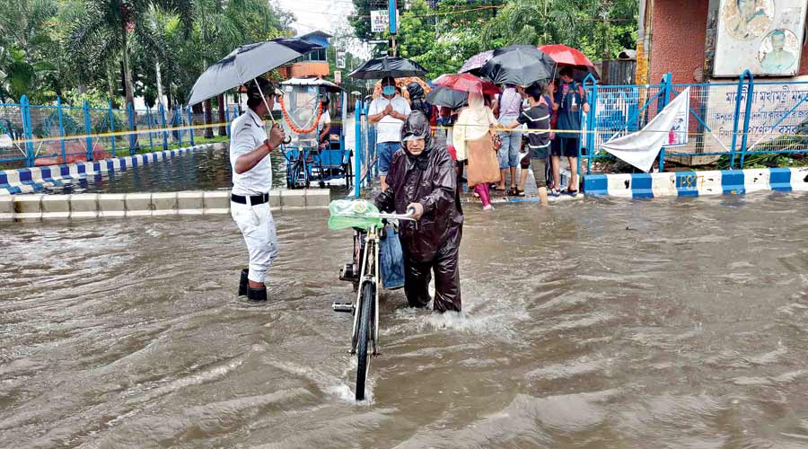 Rain spells Monday woes for commuters in Kolkata