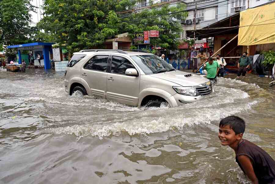 Parts of Dum Dum, Baranagar, Chitpur, Bagbazar, Shyambazar, Central Avenue were under water on Tuesday morning. In Salt Lake, which got the most rain according to Met stats, some homes had their internet going on and off. Vast stretches in Sector V remained flooded