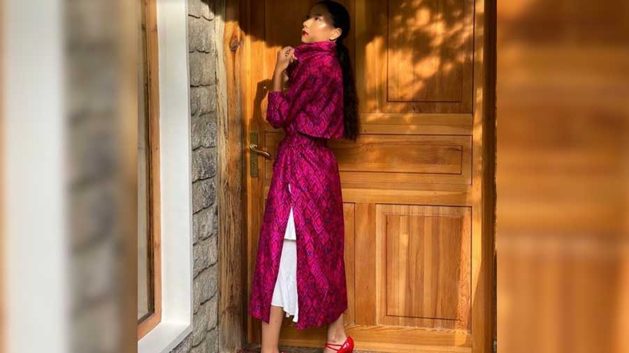 HAŃSHU's Silk Trench in Hot Pink