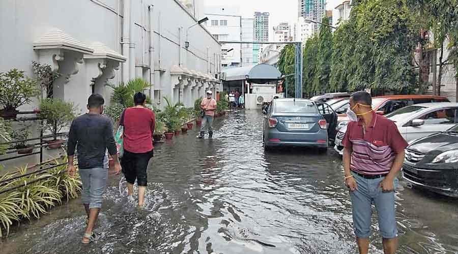 Waterlogging hits Mukundapur hospitals hard