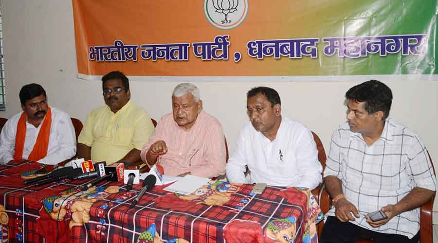Dhanbad MP PN Singh (3rd from left) at a press meet over satirical comment on PM by Dr.Rajeev Dhyani, at BJP office in Dhanbad on Tuesday.