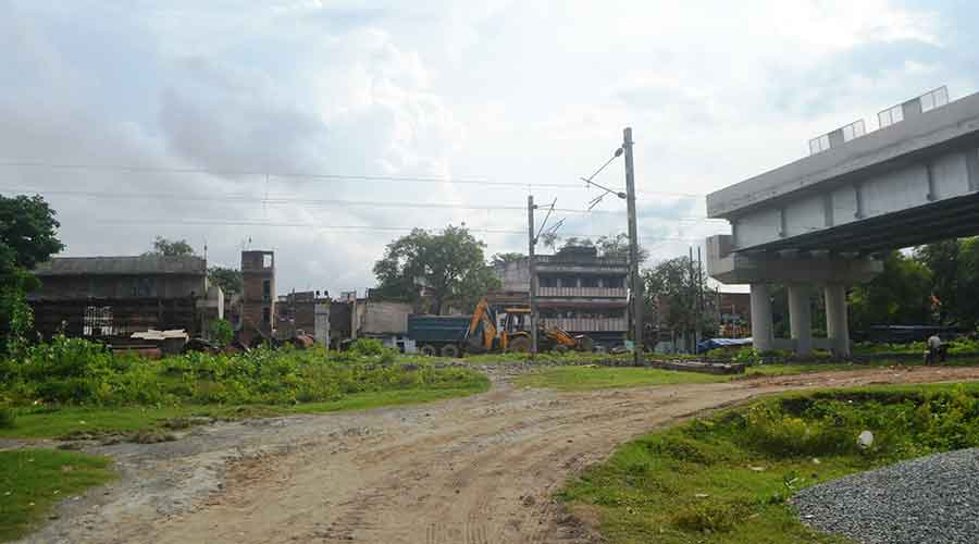 The incomplete railway overbridge in absence of an approach road at Jugsalai.