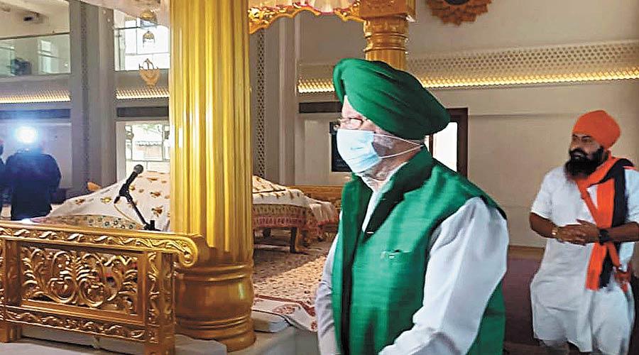 Union minister Hardeep Singh Puri at the Gurdwara Sant Kutiya in Calcutta on Wednesday.