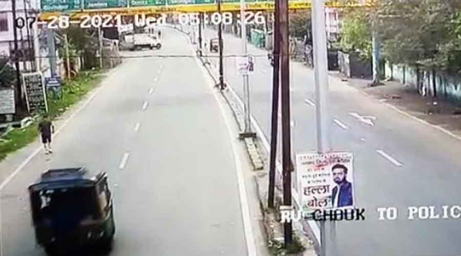 Clip from footage shows the auto is changing its direction in Dhanbad.