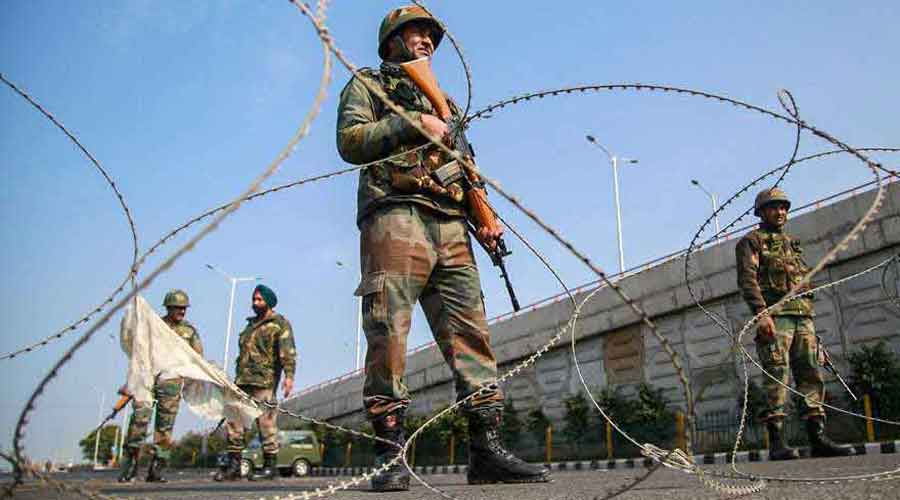 Eyewitnesses suggested the soldier had been abducted by militants.