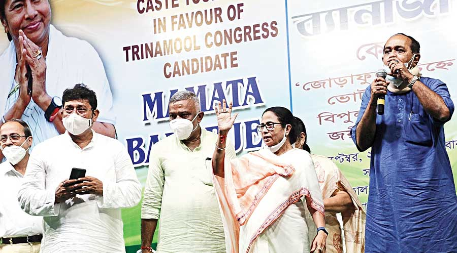 Chief minister Mamata Banerjee waves at people at Padmapukur in Calcutta on Thursday during her campaign for the Bhowanipore bypoll