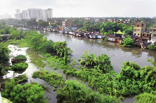 Hutments on poles encroach upon Bagjola Canal which has spilled over and inundated neighbouring New Town blocks.