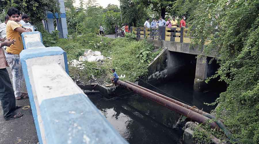 The Guniagachhi canal in Mukundapur.