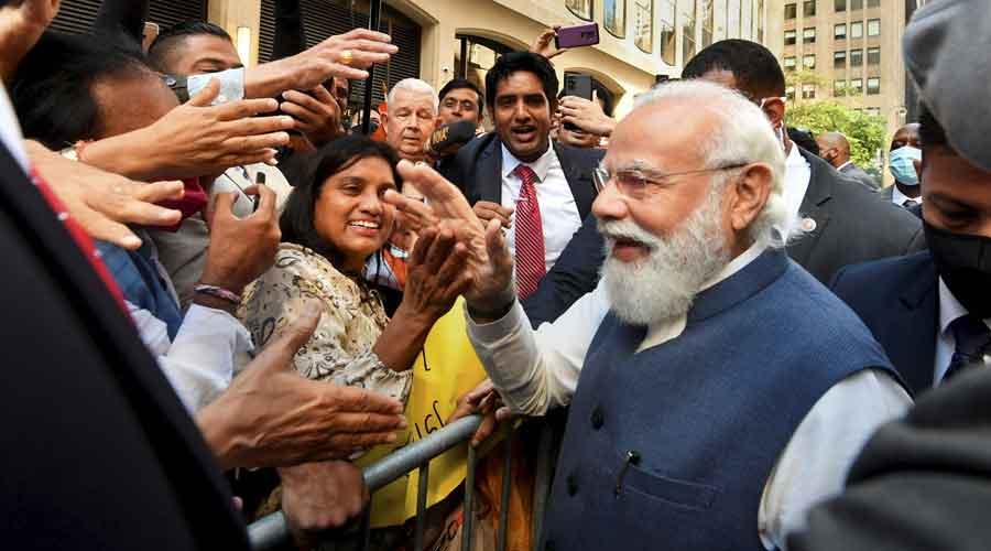 Prime Miniter Narendra Modi welcomed by Indian community in New York on Saturday.