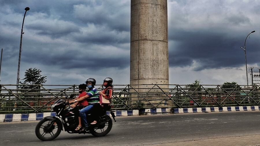 The dark Kolkata sky on Sunday. The weather department has warned of an 'increase in rainfall activity' in south Bengal on Tuesday and Wednesday.
