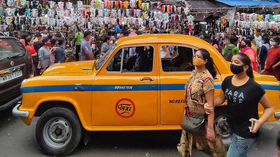 Shoppers bring traffic to a halt at New Market in Kolkata on Sunday.