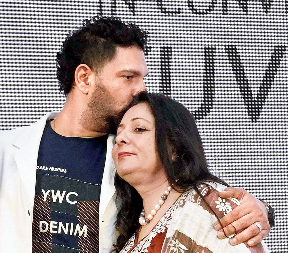 Yuvraj Singh with mother Shabnam