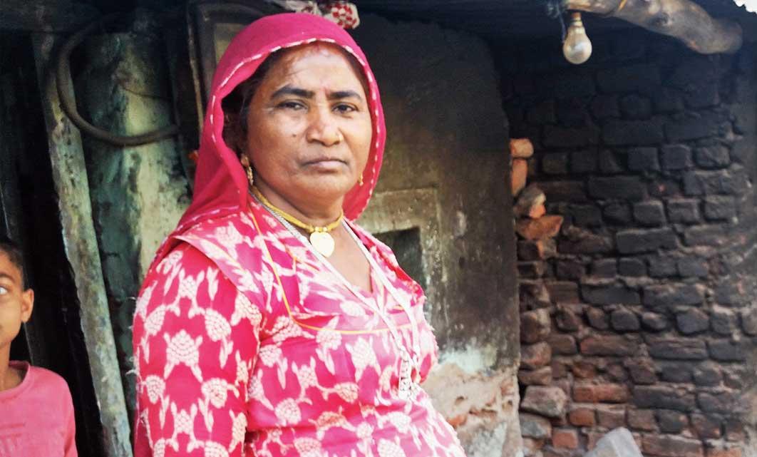Kashi Ben at her home in the slum colony at Indra Bridge Saranga Vyas.