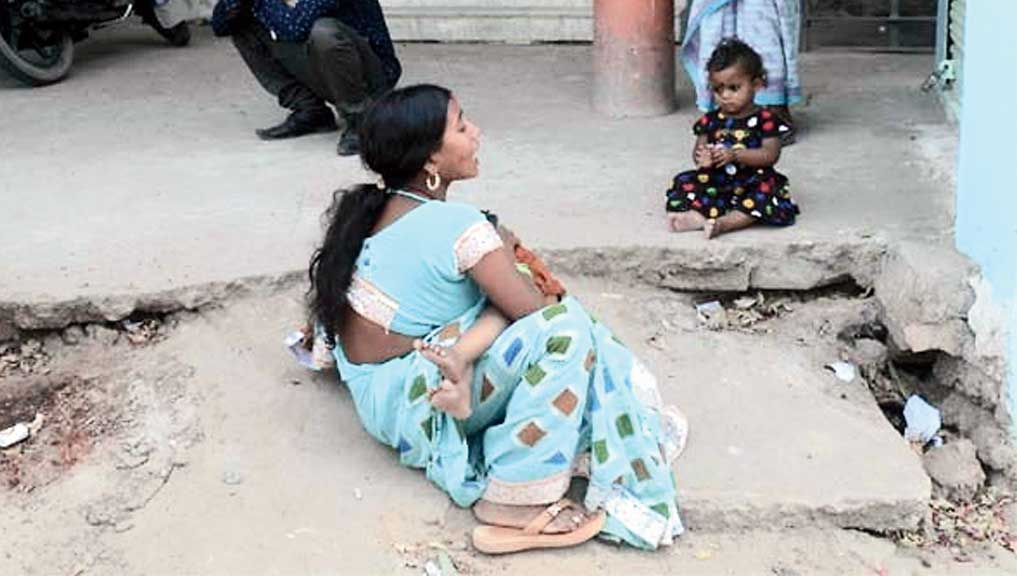 Rishu's mother mourns his death.