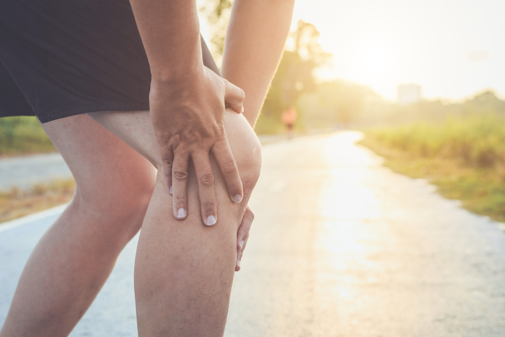 To prevent knee damage and pain, achieve ideal body weight, strengthen the muscles around the knee joint, do stretching and yoga regularly