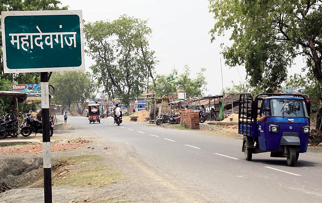 A road signage at Mahadeoganj where the bridge construction will take place.