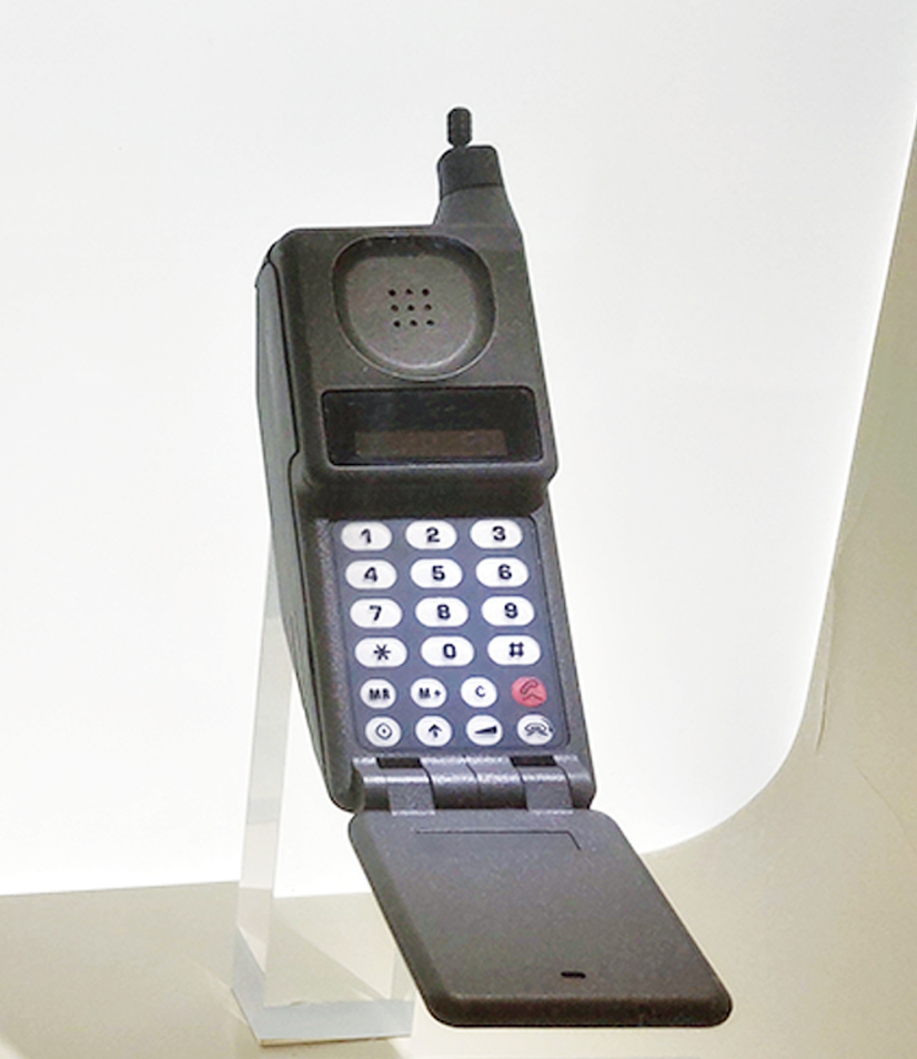 The original flip phone, MicroTAC from Motorola (1989): It came with a flip design where the mouthpiece folded over the keypad. It became the origin of modern flip phones as Motorola steadily released follow-up models for the next 10 years