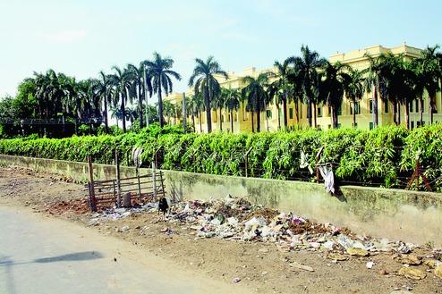 Garbage pangs for Hazarduari tourists