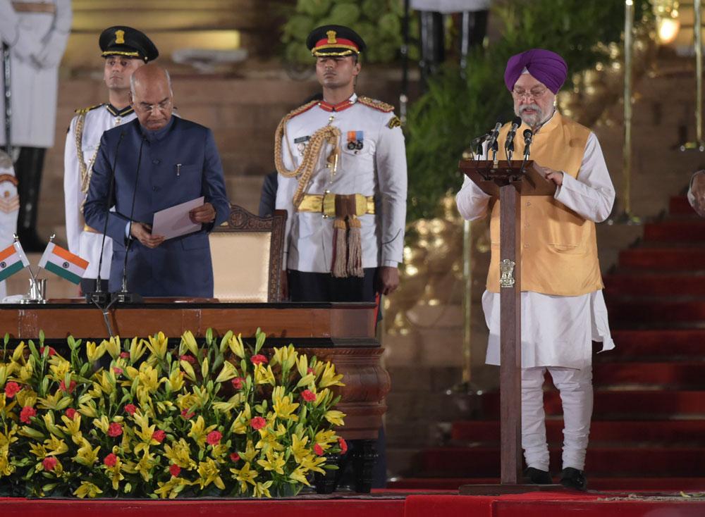 White kurta-pyjama, Hindi dominating themes at swearing-in of Modi, ministers