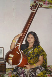 Artiste redefines Tagore's tunes in Oriya            - First-ever translation of rabindrasangeet, sung by Trupti panda
