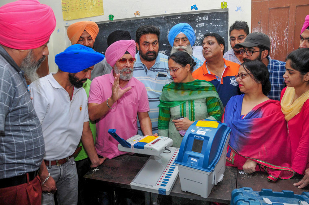 Election officials being trained on the usage of Voter Verifiable Paper Audit Trail and Electronic Voting Machines in Amritsar on Sunday, April 28, 2019.