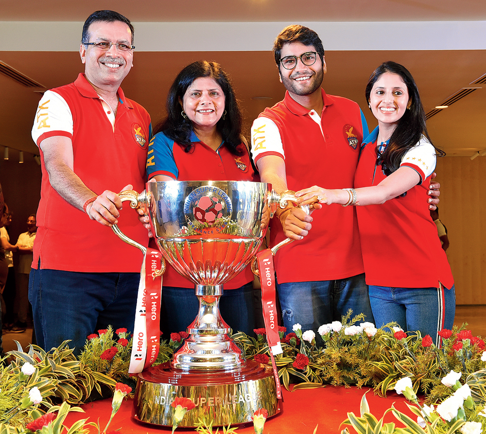 Sanjiv was joined by wife Preeti Goenka, son Shashwat and daughter-in-law Shivika for the celebrations