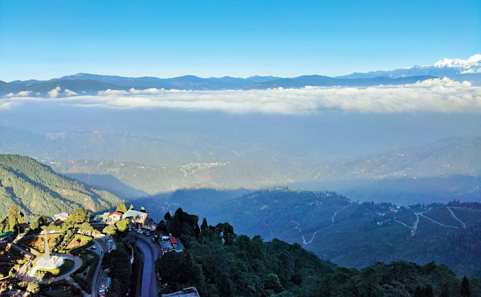 The suite offers a 180-degree view of the valley, with Kanchenjunga on the right and Batasia Loop on the left