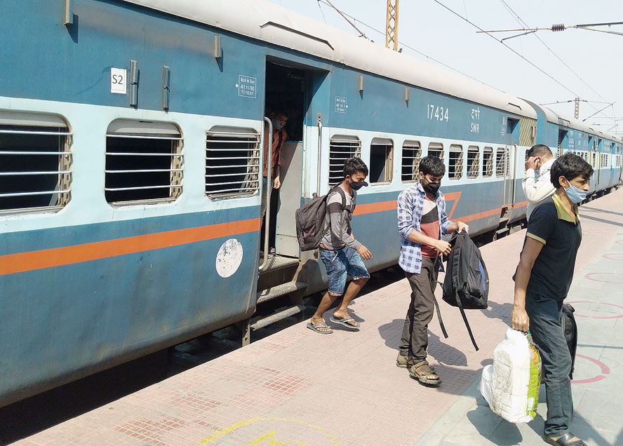 Migrant workers, who were stuck in Karnataka and Andhra Pradesh because of the lockdown, arrive at Dhanbad station on Monday. As many as 1,303 migrants arrived on a special train from Bangalore at 6am while another train from Namburu in Guntur district of Andhra Pradesh brought 1,496 others around 8 in the morning. Senior district administrative officials, police and Railway Protection Force personnel welcomed the passengers with roses, food packets and packaged drinking water before sending them home in buses and vans.