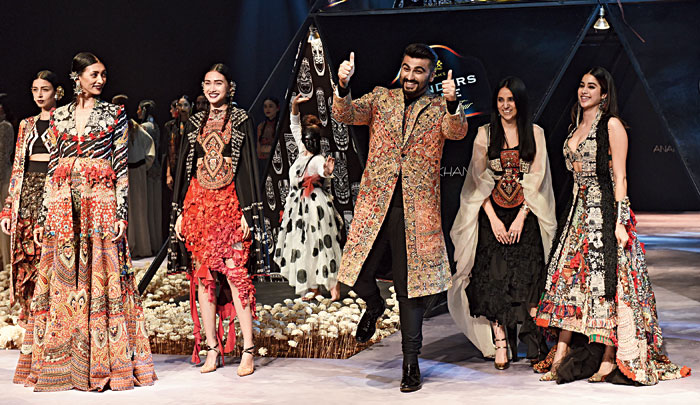 Arjun Kapoor had two thumbs up for Anamika Khanna and Janhvi Kapoor was all smiles at RCGC